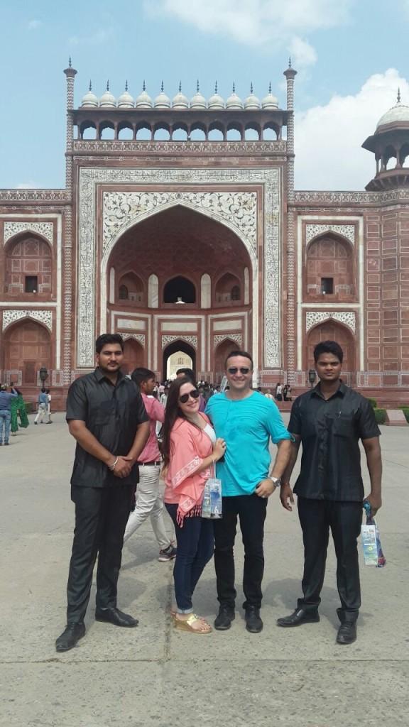 americans-visiting-taj-mahal-in-agra