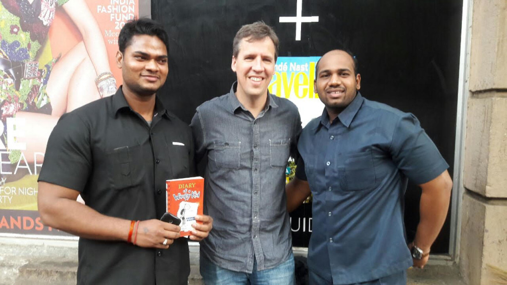 jeff-kinney-visit-mumbai-with-security-officers